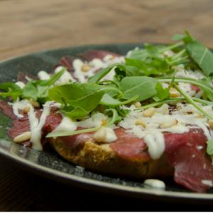Italiaanse bol De Driezeeg met ham, paprika, champignon en ui